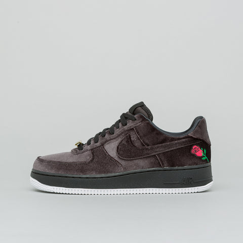 Nike Air Force 1 07 QS Velvet in Black - Notre