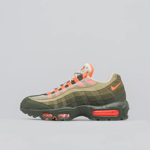 Nike Air Max 95 OG in String/Orange - Notre