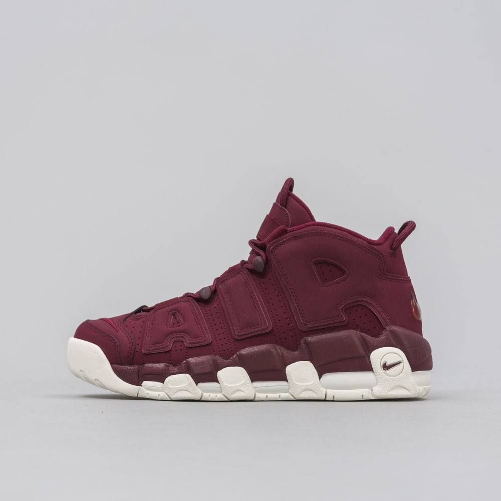 Nike Air More Uptempo '96 QS in Maroon - Notre