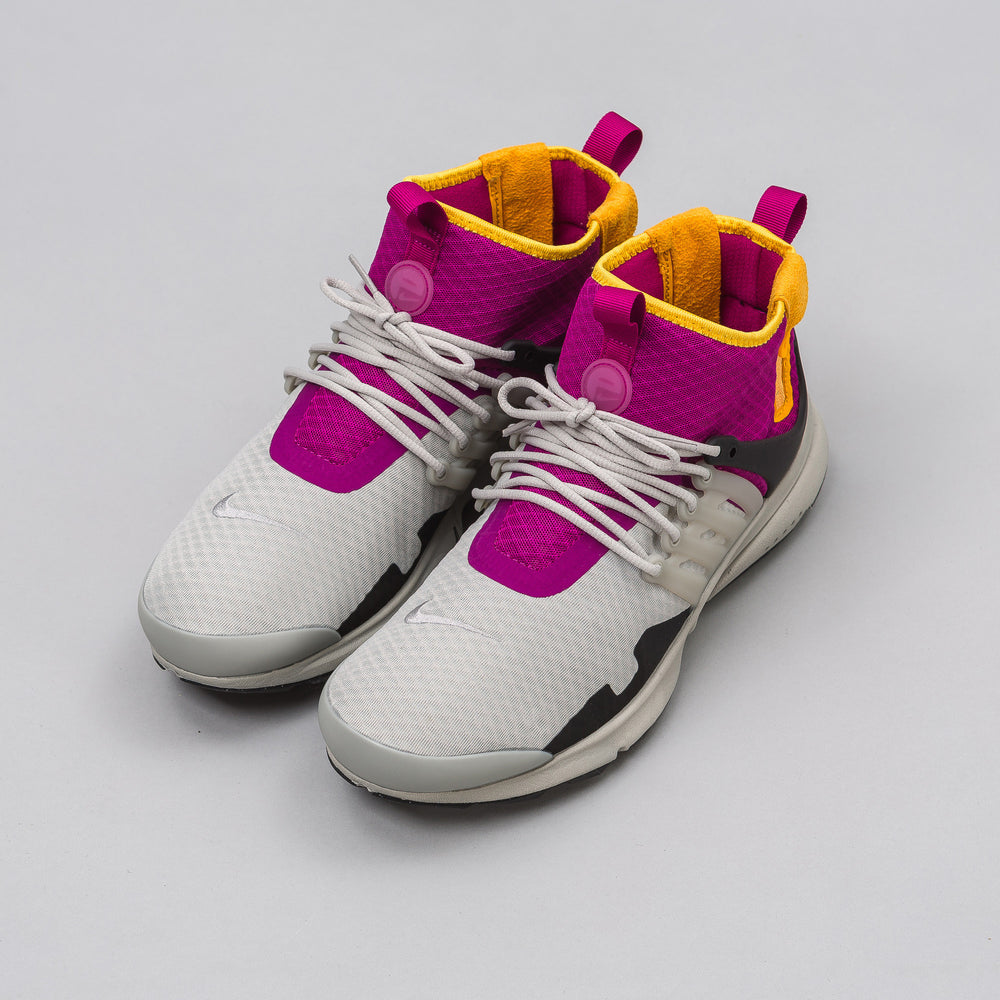 Nike Air Presto Mid SP in Granite/Rave Pink - Notre