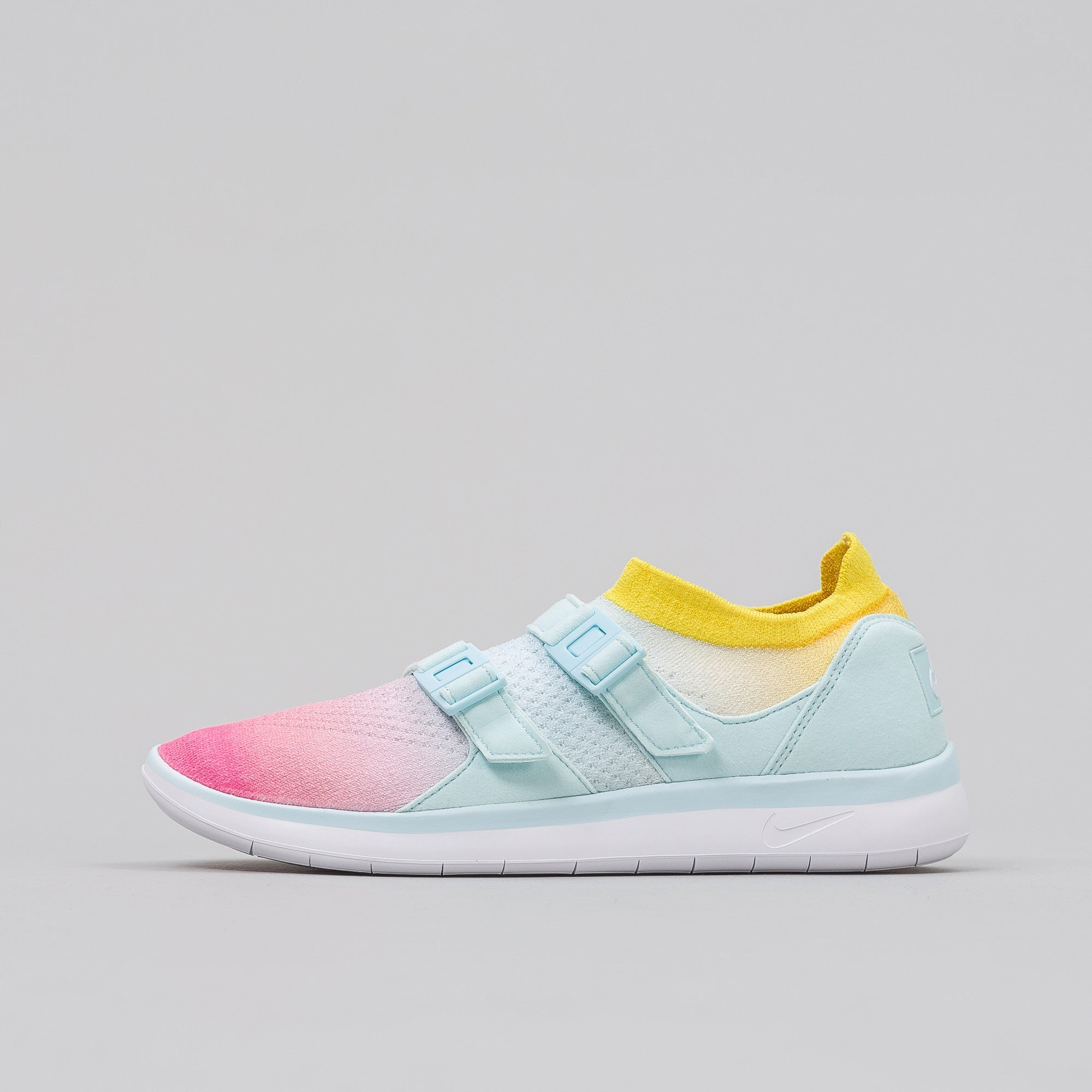 Women's Air Sockracer Flyknit in White/Glacier Blue/Pink