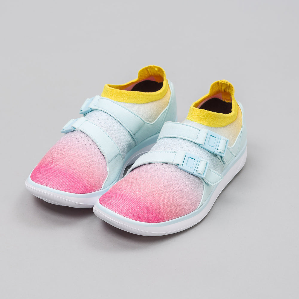 Nike Women's Air Sockracer Flyknit in White/Glacier Blue/Pink - Notre