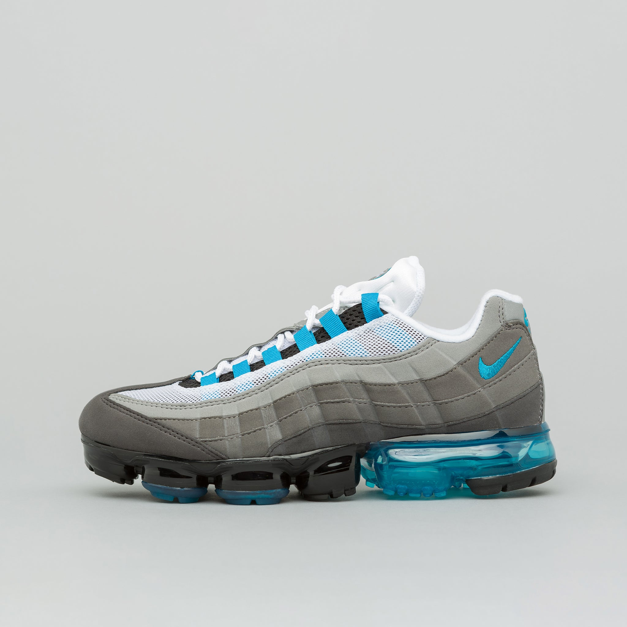 Air Vapormax 95 in Black/Neo Turqoise