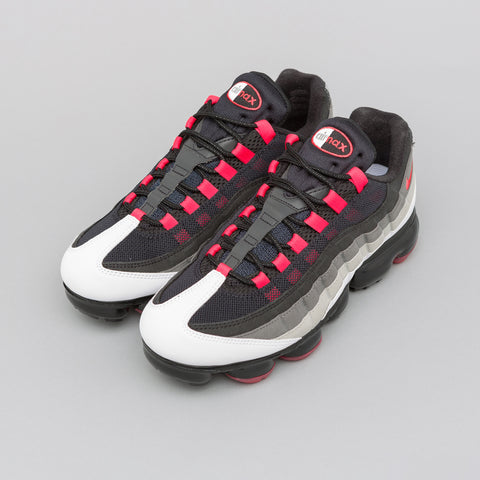 Nike Air Vapormax 95 in White/Red/Pewter - Notre