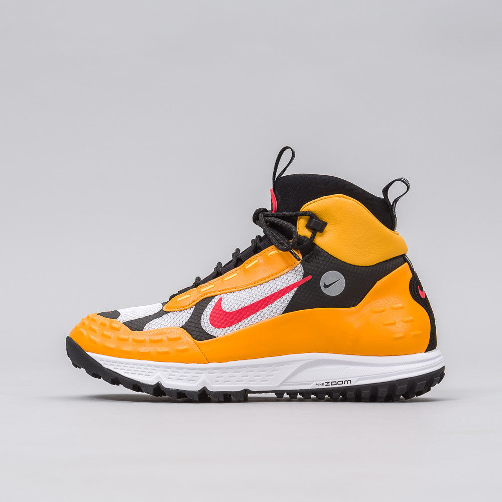 Air Zoom Sertig '16 in Taxi Yellow/Red