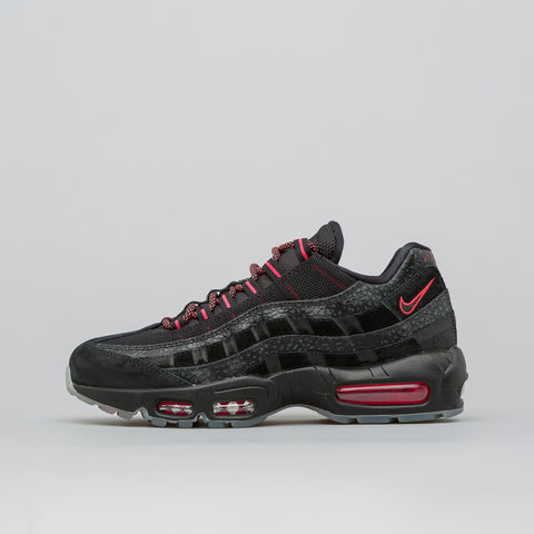 Nike Air Max 95 in Black/Infrared - Notre