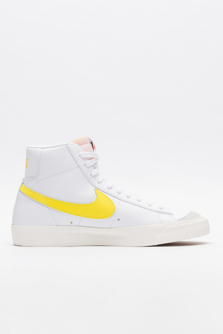 Blazer Mid 77 VNTG in White/Yellow