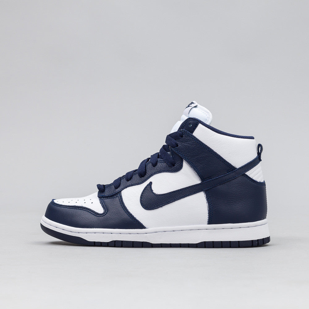 Nike Dunk Retro QS in Navy/White Side View 850477-103