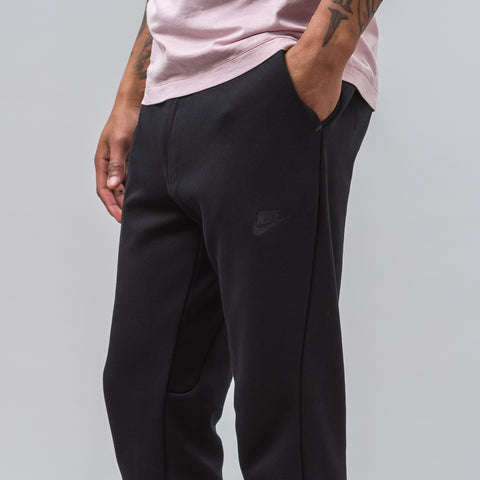 Nike Tech Fleece Cropped Pants in Black - Notre