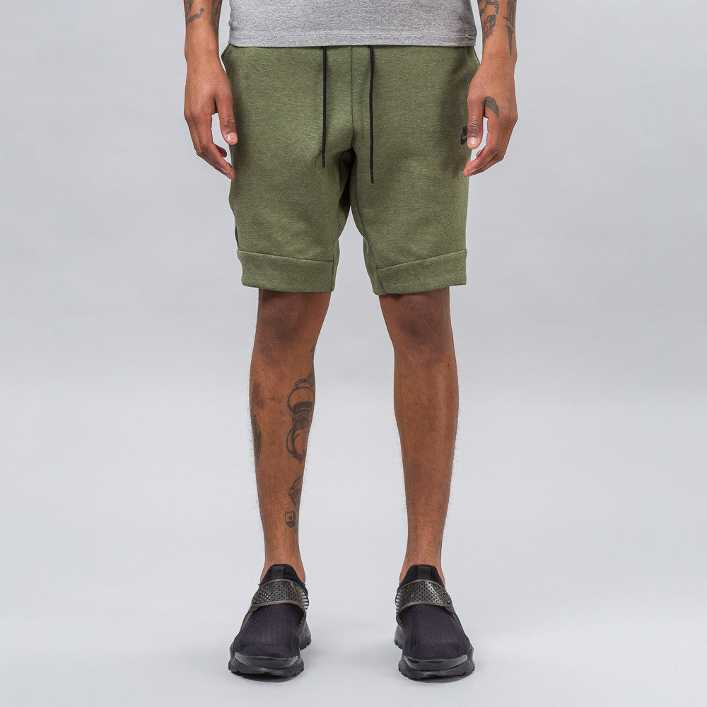 Tech Fleece Short in Olive