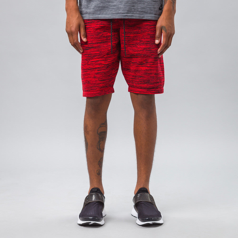 Nike - Tech Knit Shorts in Crimson - Notre - 1