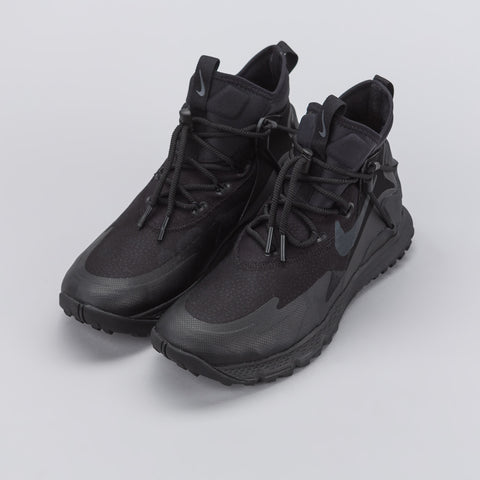 Nike Terra Sertig Boot in Black - Notre