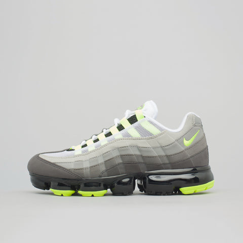 Nike Air Vapormax 95 in Black/Volt - Notre