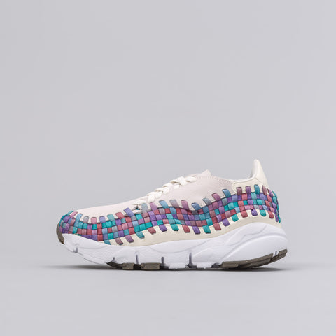 Nike Women's Air Footscape Woven in Sail/Red - Notre