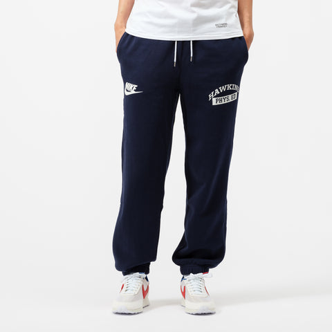 Nike Stranger Things Hawkins Phys Ed Fleece Pants in Navy/White/Sail - Notre