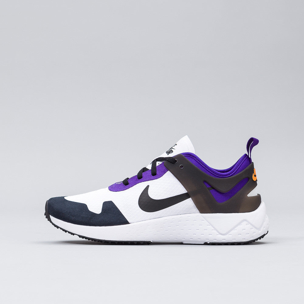 Nike Zoomlite QS in Purple/White/Black