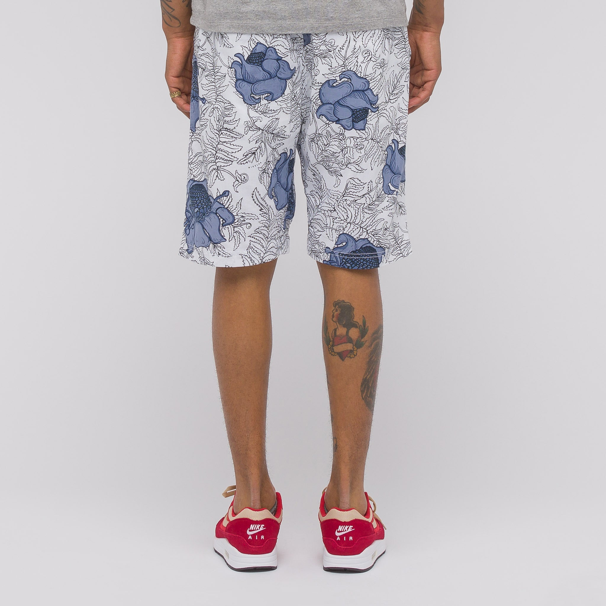NRG Floral Short in White/Obsidian/Black