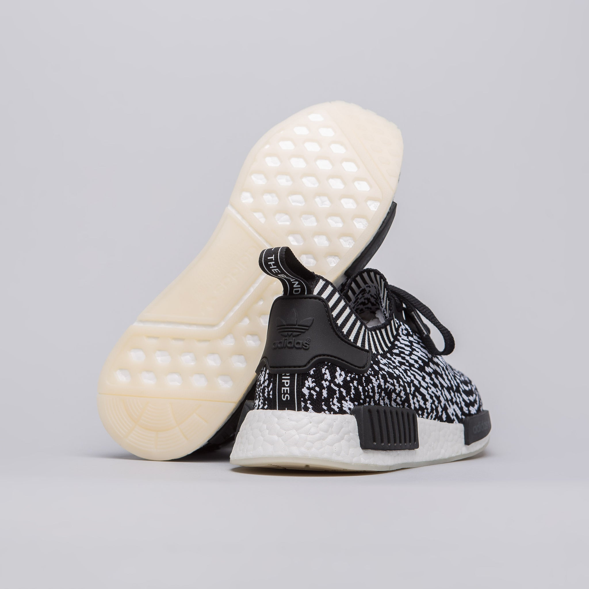 NMD R1 GLITCH (GREY)