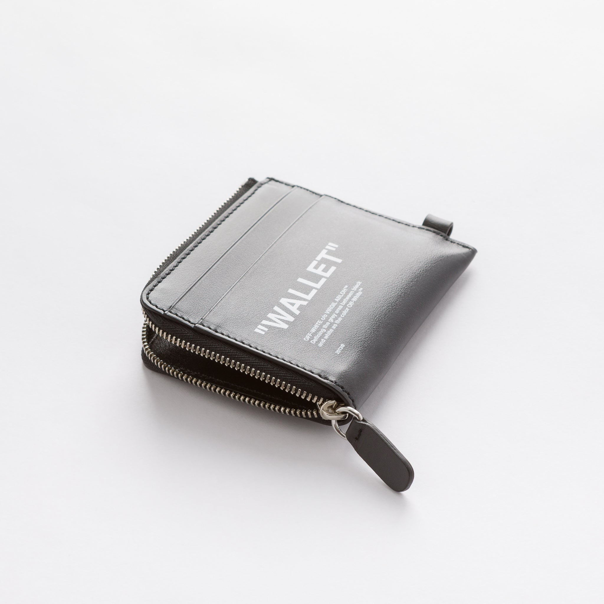 Quote Chain Wallet in Black/White