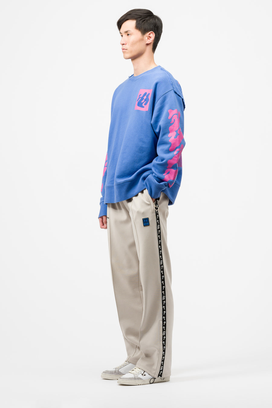 Off-White Shape of Incompiuto Crewneck in Blue Fuchsia - Notre