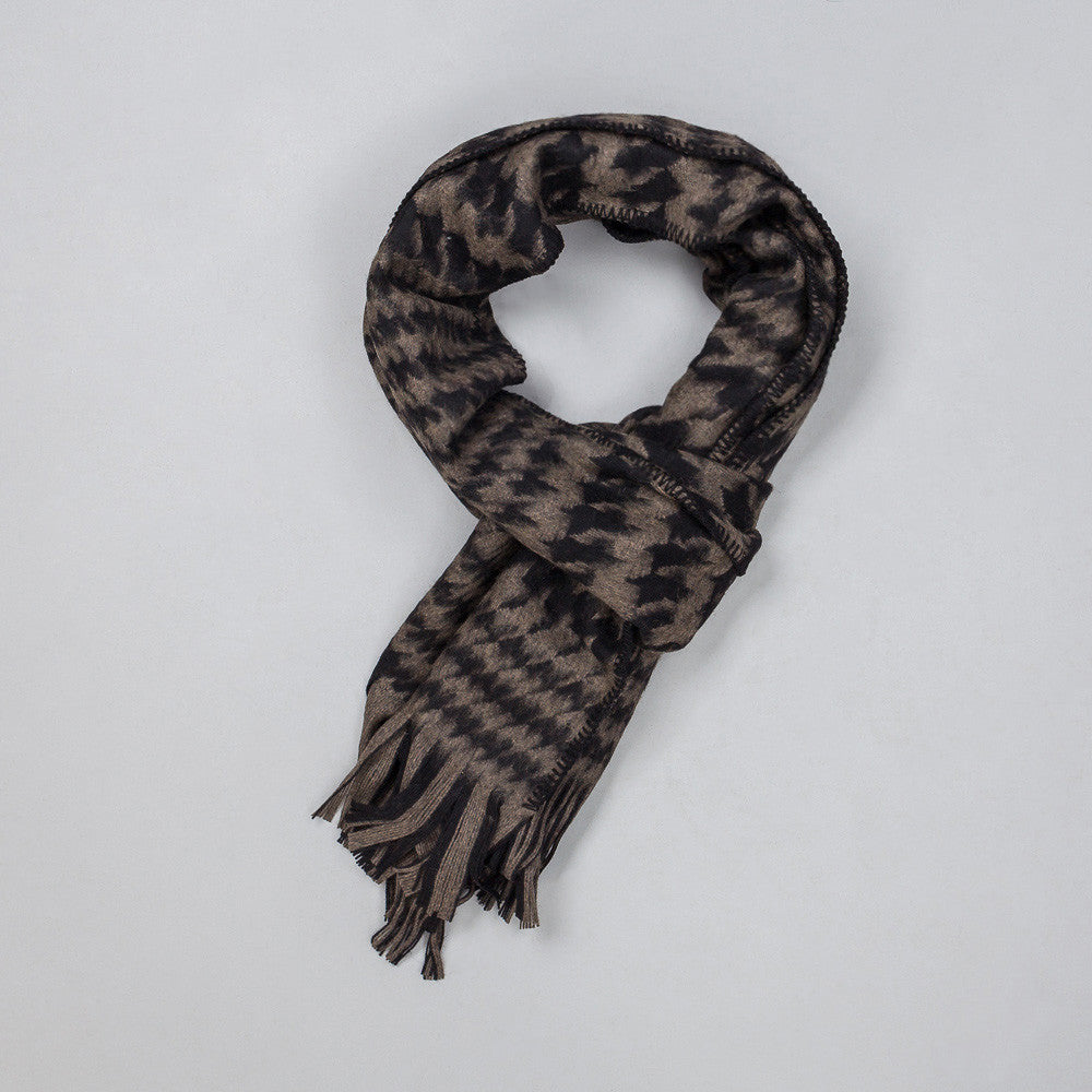 Scarf in Black/Mudd Houndstooth