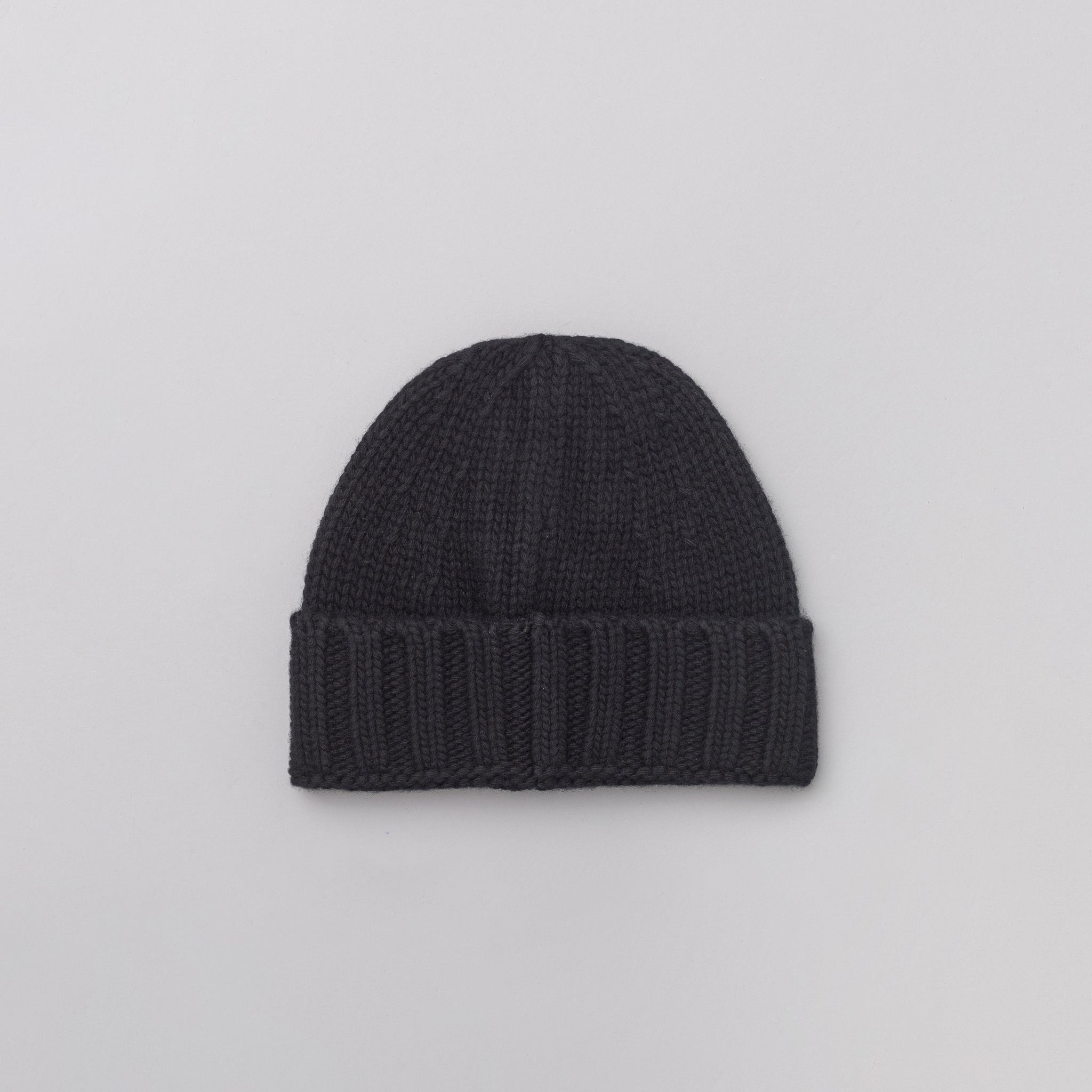 N07C1 Knit Logo Cap in Black