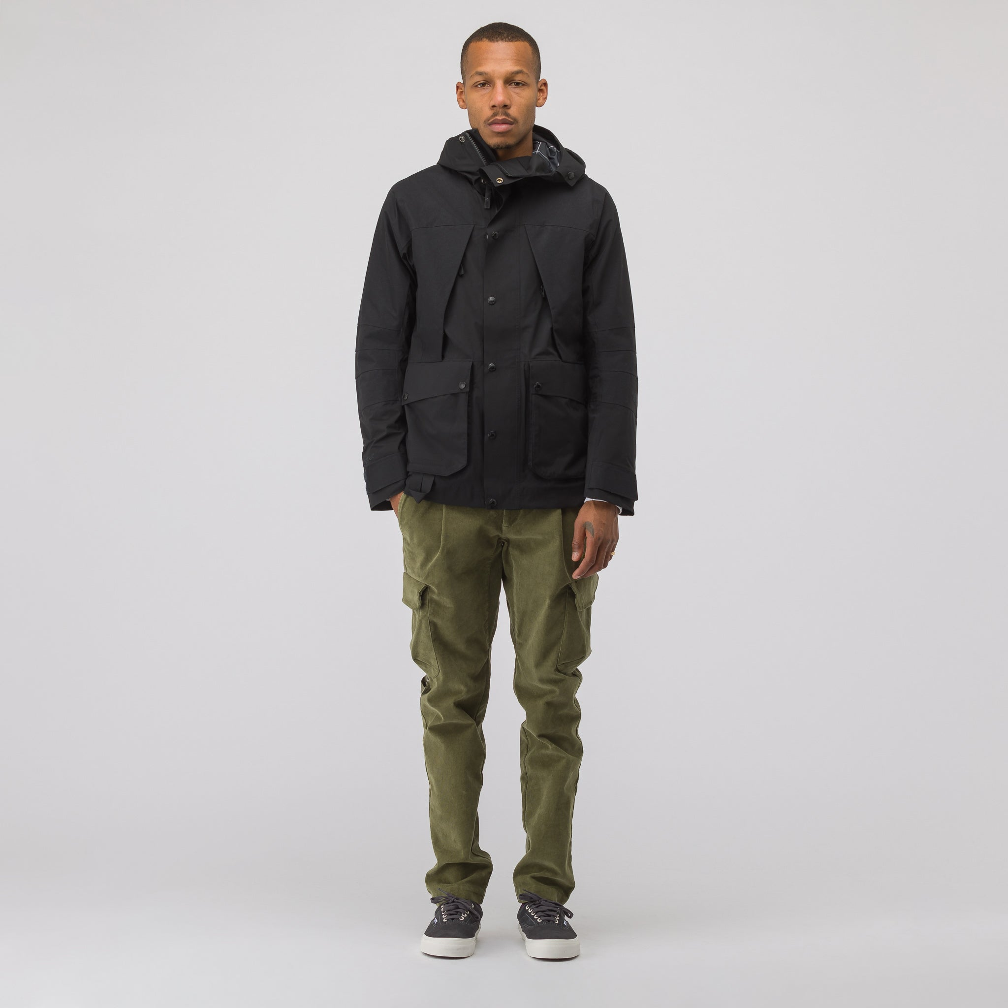 GORE-TEX Mountain Light Jacket in Black