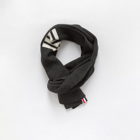 Full Needle Rib Scarf in Grey