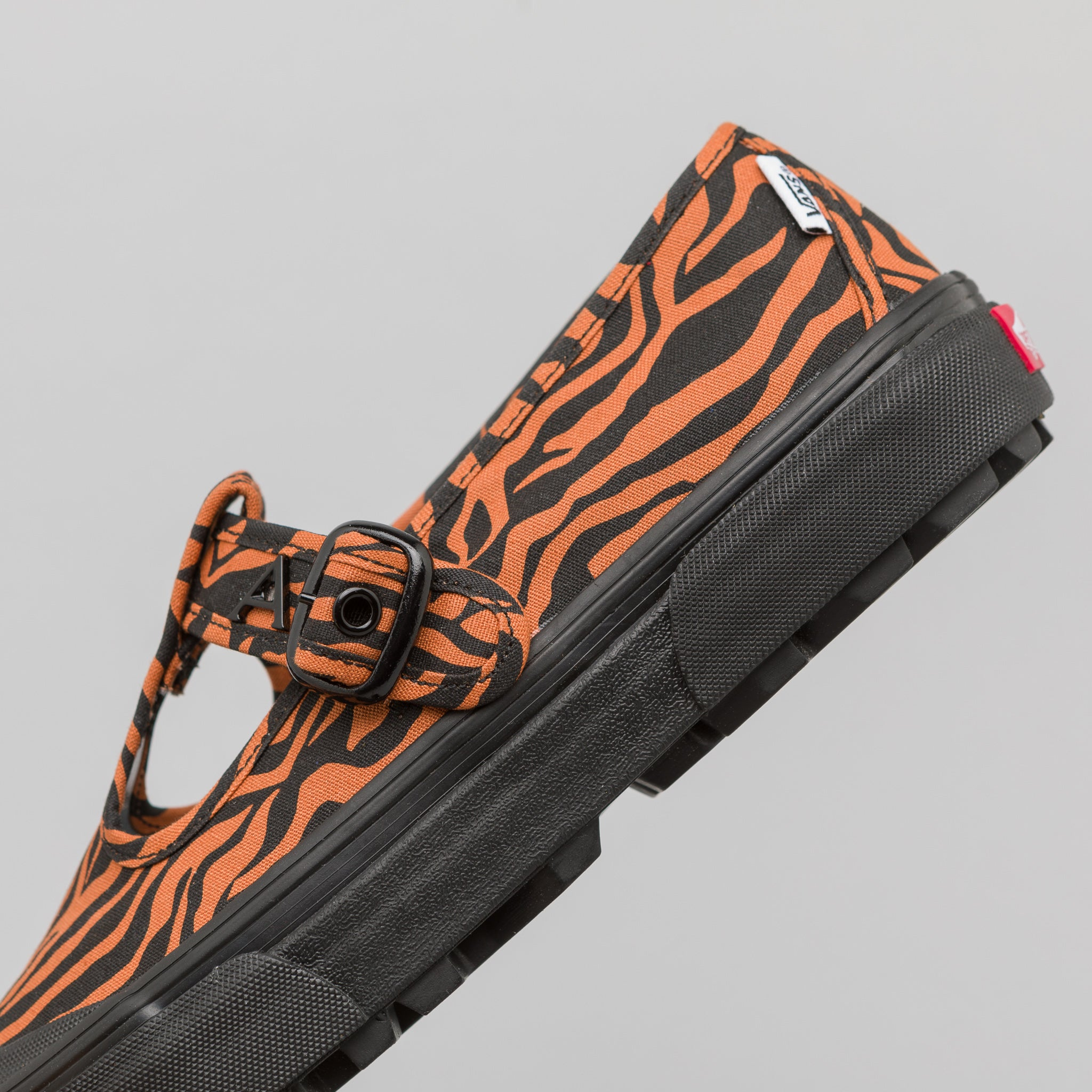 x Ashley WIlliams Style 93 in Tiger