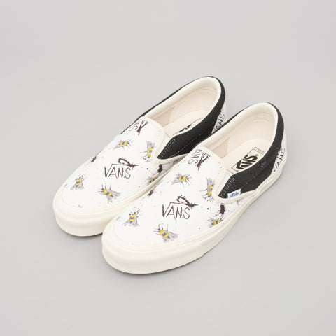 Vans Vault x Ralph Steadman Bee OG Classic Slip-On in Off-White/Black - Notre