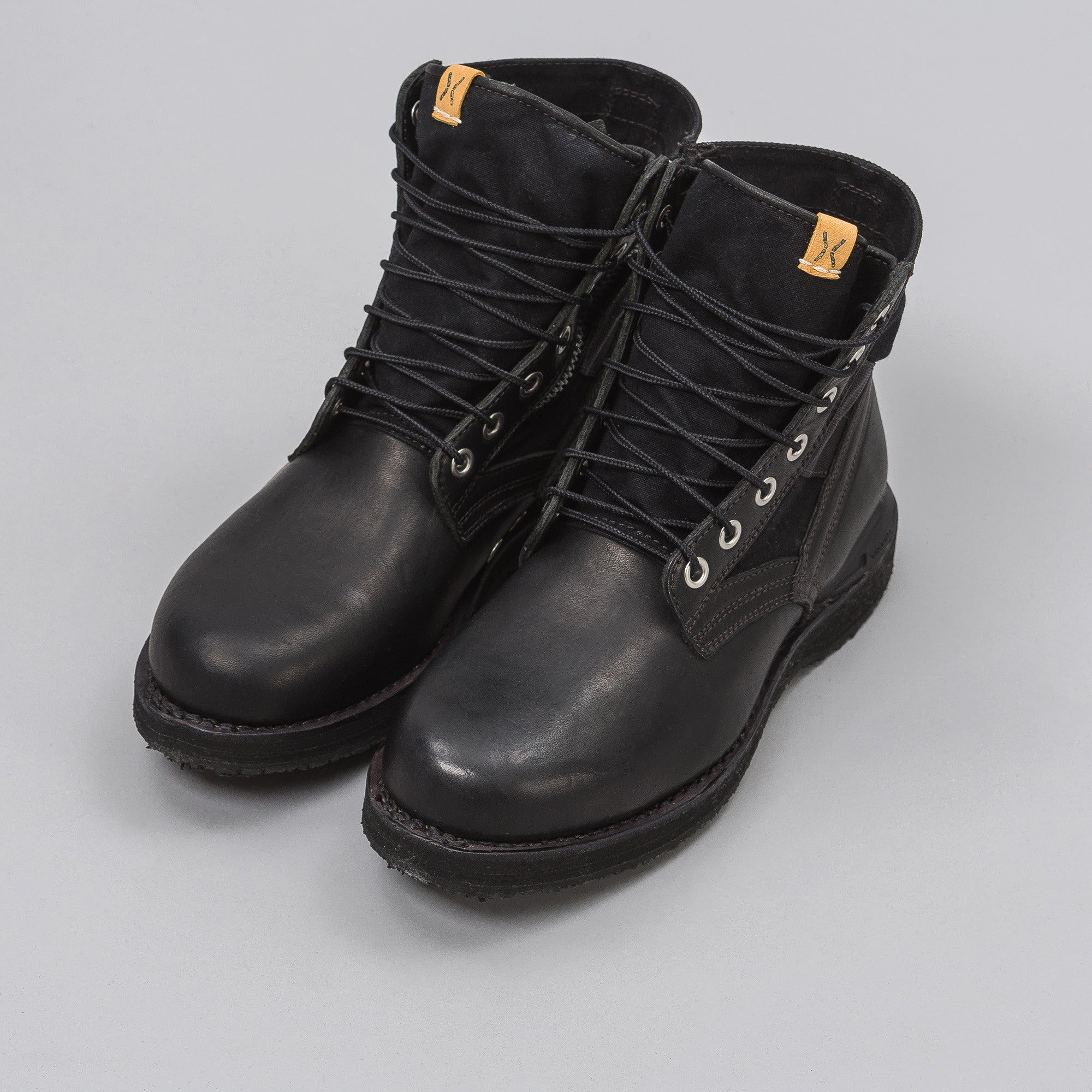 7-Hole '73-Folk Boot in Black
