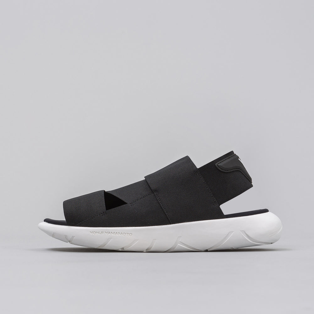 Y-3 Qasa Sandal in Core Black/White - Notre