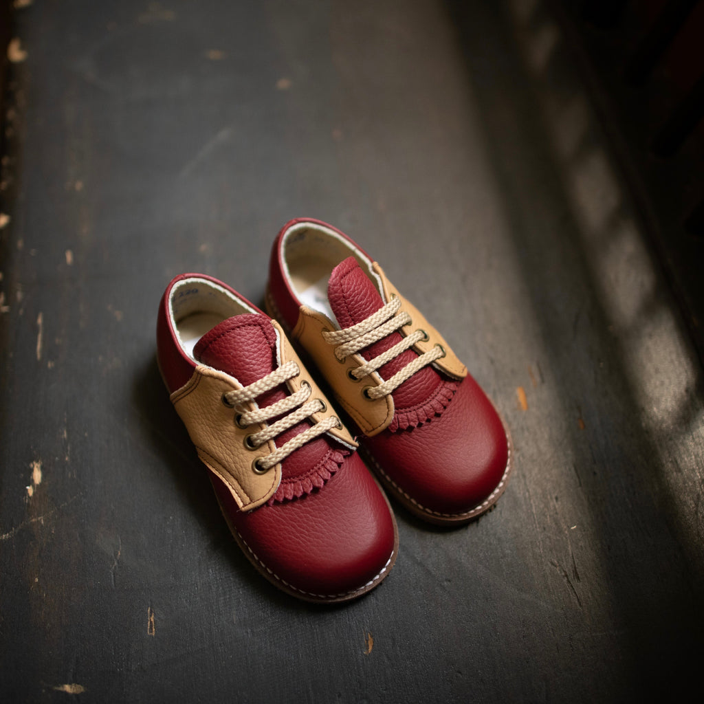 Artie Saddle in Burgundy/Camel | Sizes 5-12