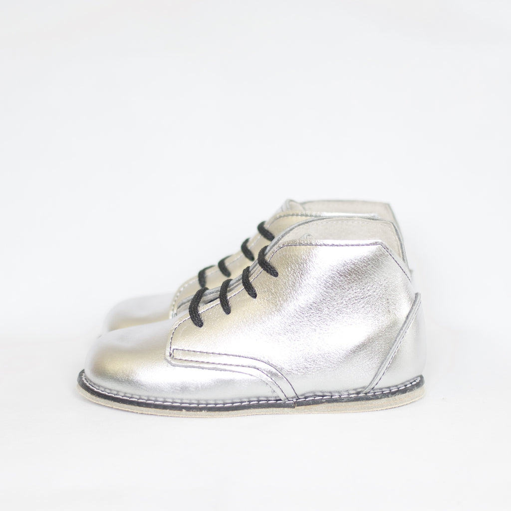 metallic silver leather boot for girls