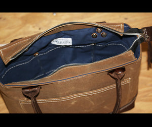 ZIPPERED RUGGED BAG