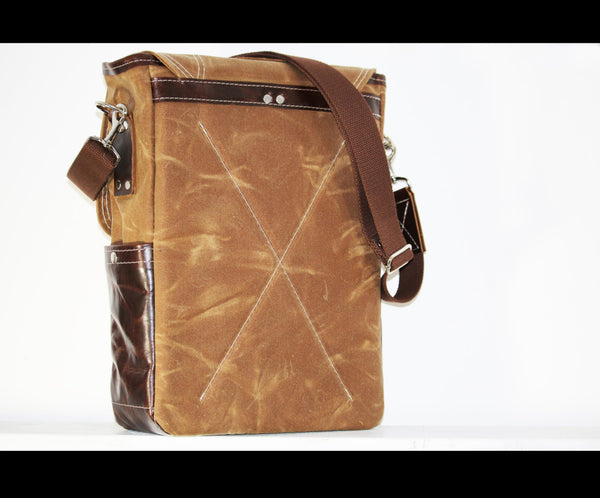 WAXED CANVAS VERTICAL LAPTOP BAG #010044