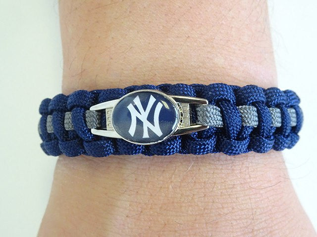 Officially Licensed MLB New York Yankees Paracord Bracelet