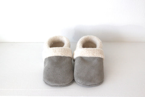 Sherpa moccasin in Grey Suede