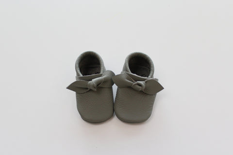 Bow Moccasin in Grey