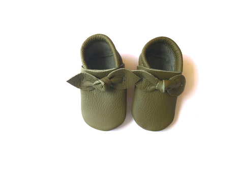Bow Moccasin in Olive