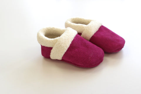 Sherpa moccasin in Fuschia Suede