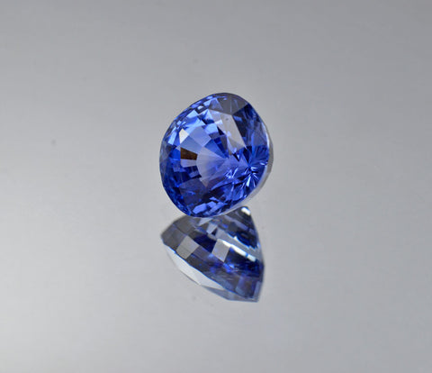 6.30 Carat Unheated Natural Sapphire in Corn Flower Blue