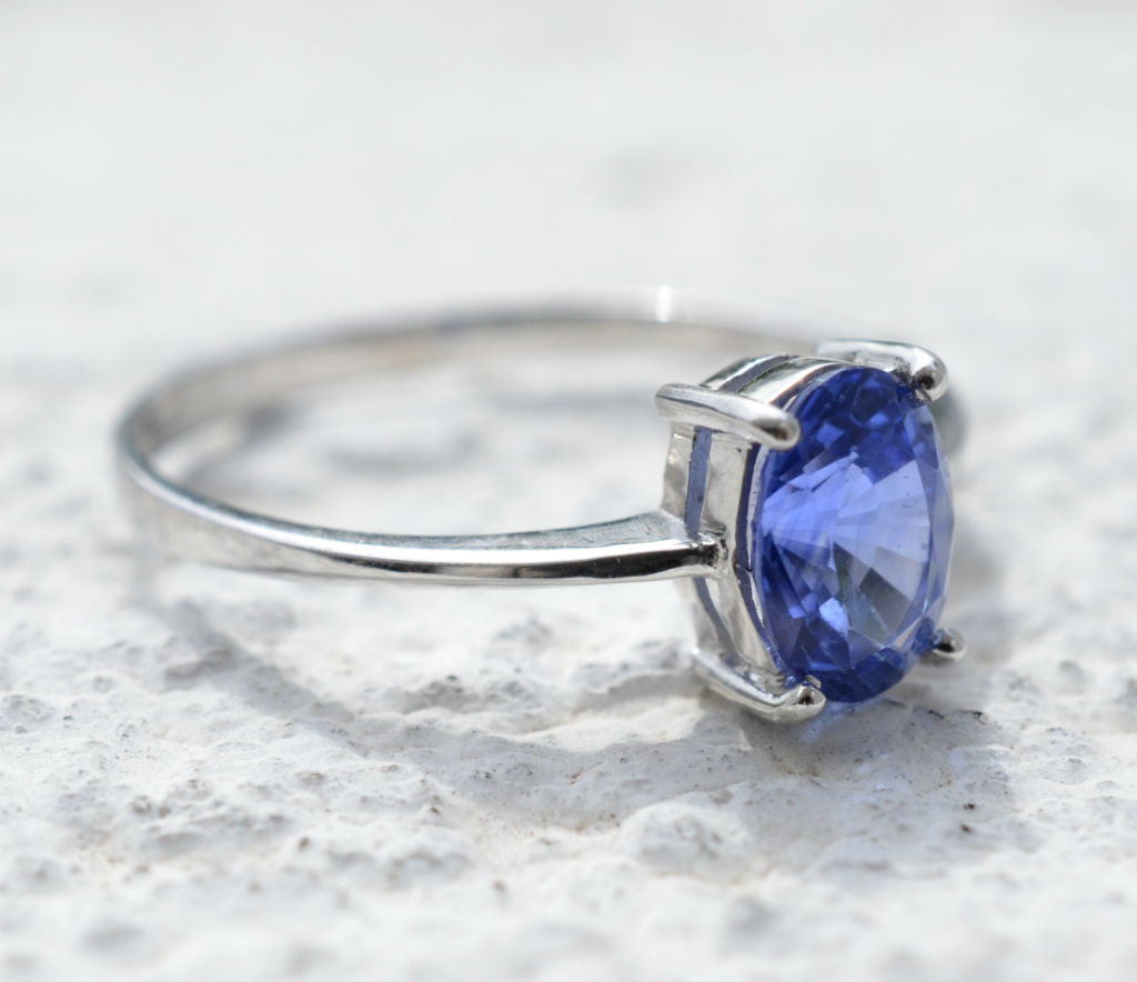 18K white gold natural blue sapphire engagement ring available at Elizabeth Jewellers in Sri Lanka
