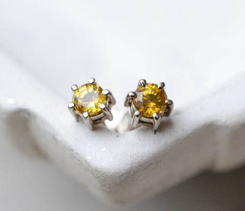 Round Natural Ceylon Yellow Sapphire 18K White Gold Mini Earstuds (~3.5mm)