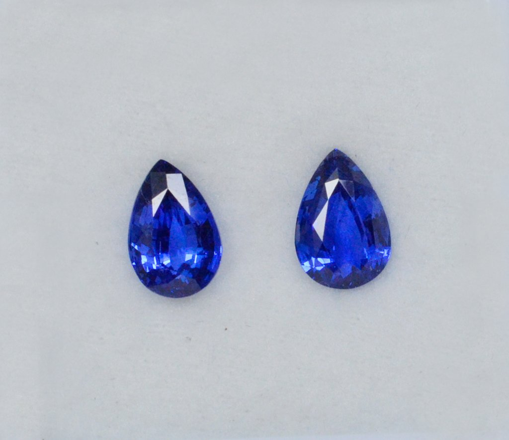 pear shaped gemstones_blue sapphires