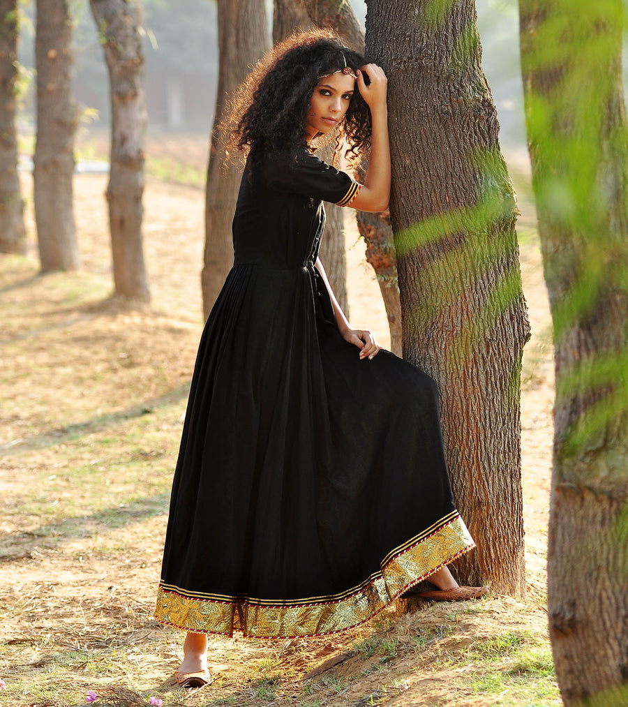 BLACK PLEATED GOWN