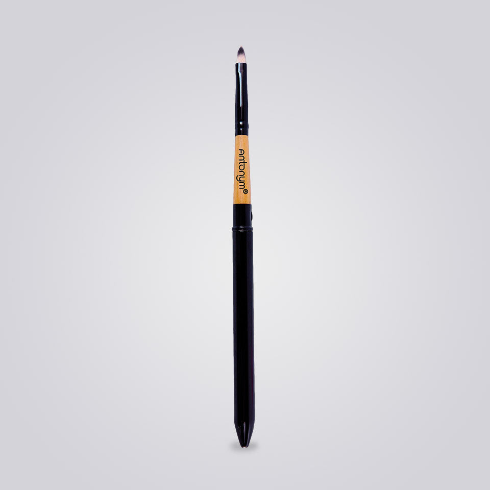 Covered Lip Brush