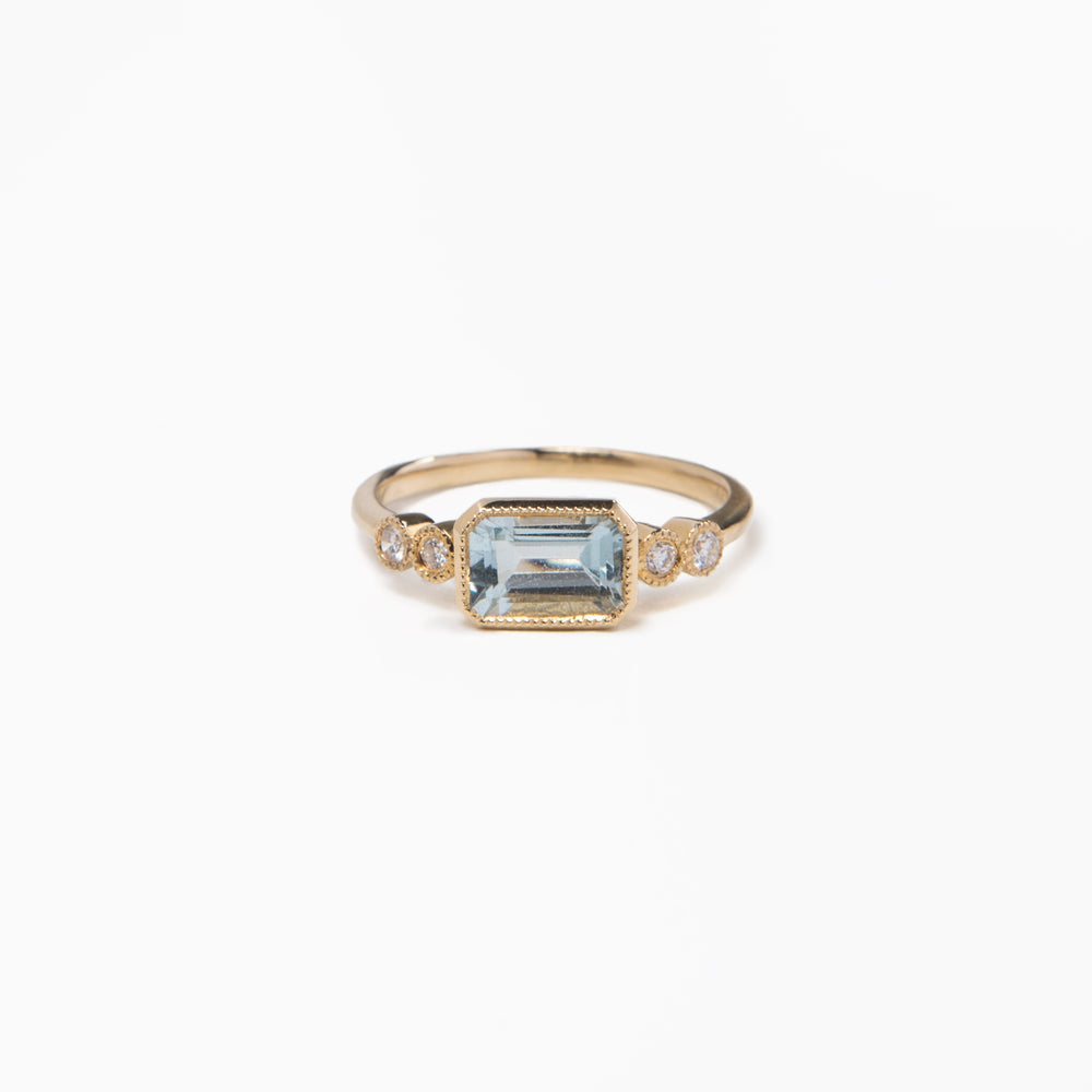 WD483 -  Aquamarine & diamond ring,