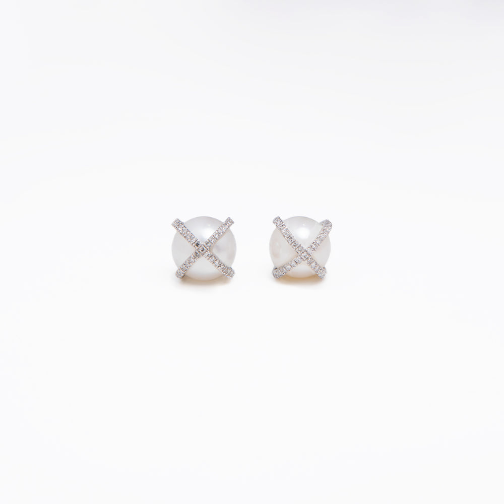 WD417, 14kt gold, pearl stud with pave x diamond stud earrings