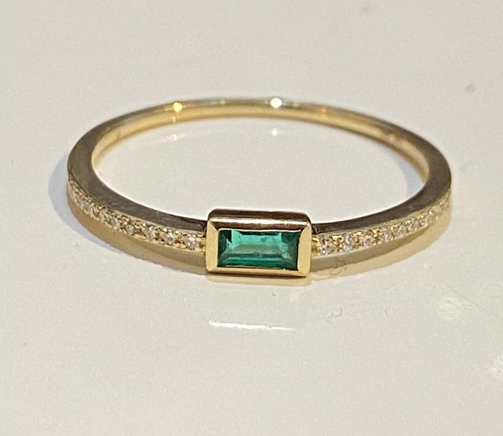 WD546, 14kt gold single emerald with diamond -Ring